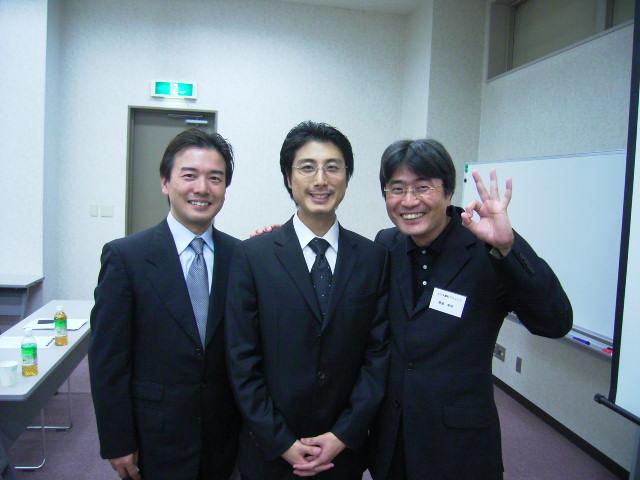 左がなかの歯科クリニックの中野先生、右がヨリタ歯科クリニックの寄田先生です。2人とも、スーパースターでありながら、経営塾メンバーです。