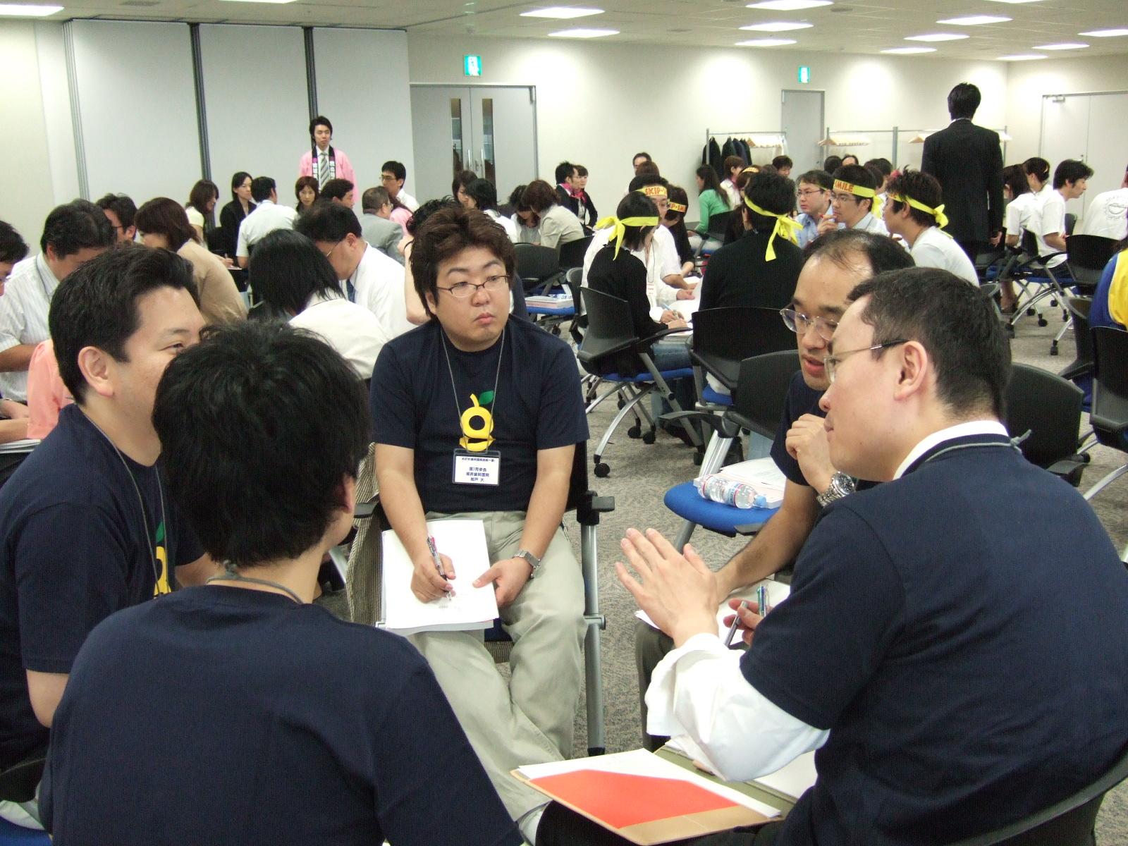 参加者同士が真剣に議論しあうことで、本当の刺激が生まれます。そして、その積み重ねには絆が生まれるのです。