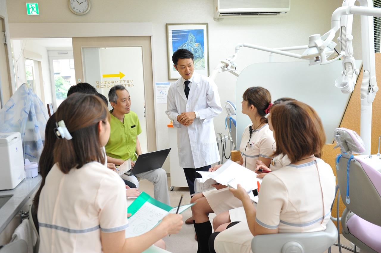 スタッフとのコミュニケーションが不足しており、医院のまとまりがありません。